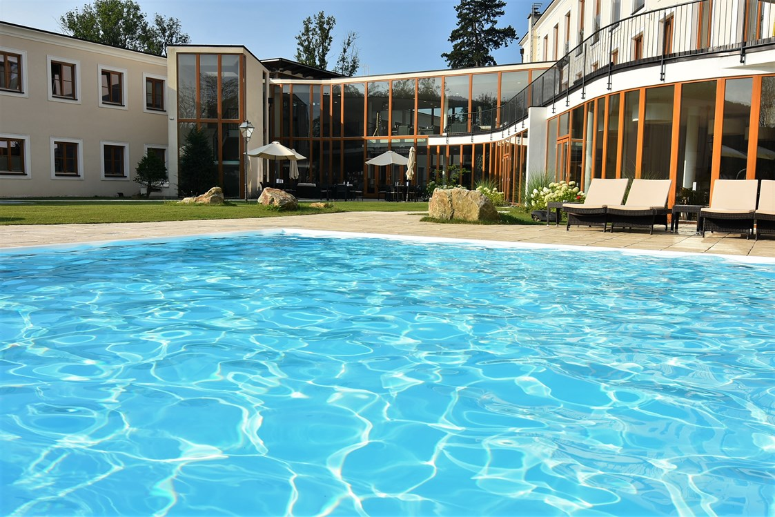 Wellnesshotel: Outdoor-Pool - Schlosspark Mauerbach