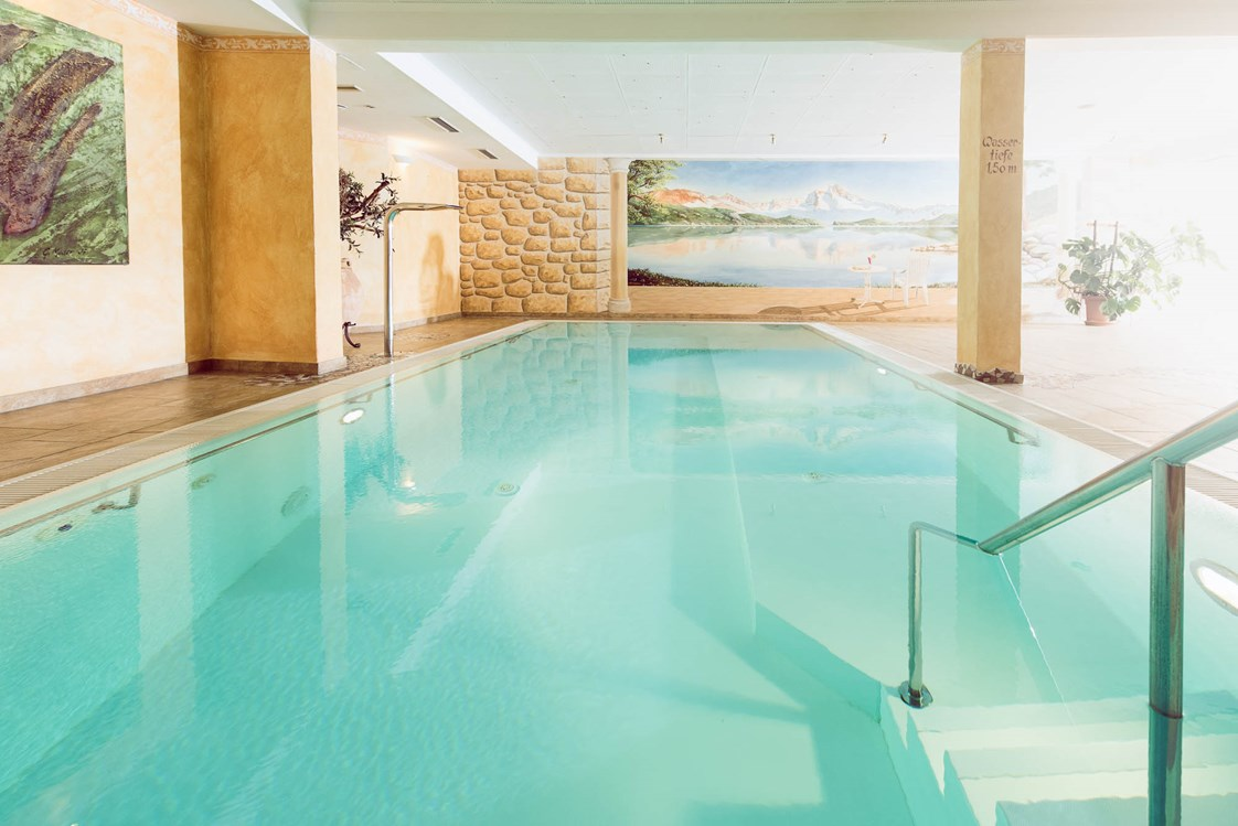 Wellnesshotel: Indoor Pool - Naturhotel Outside