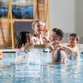 Wellnesshotel: Family Indoor Pool - Active Family Spa Resort Stroblhof