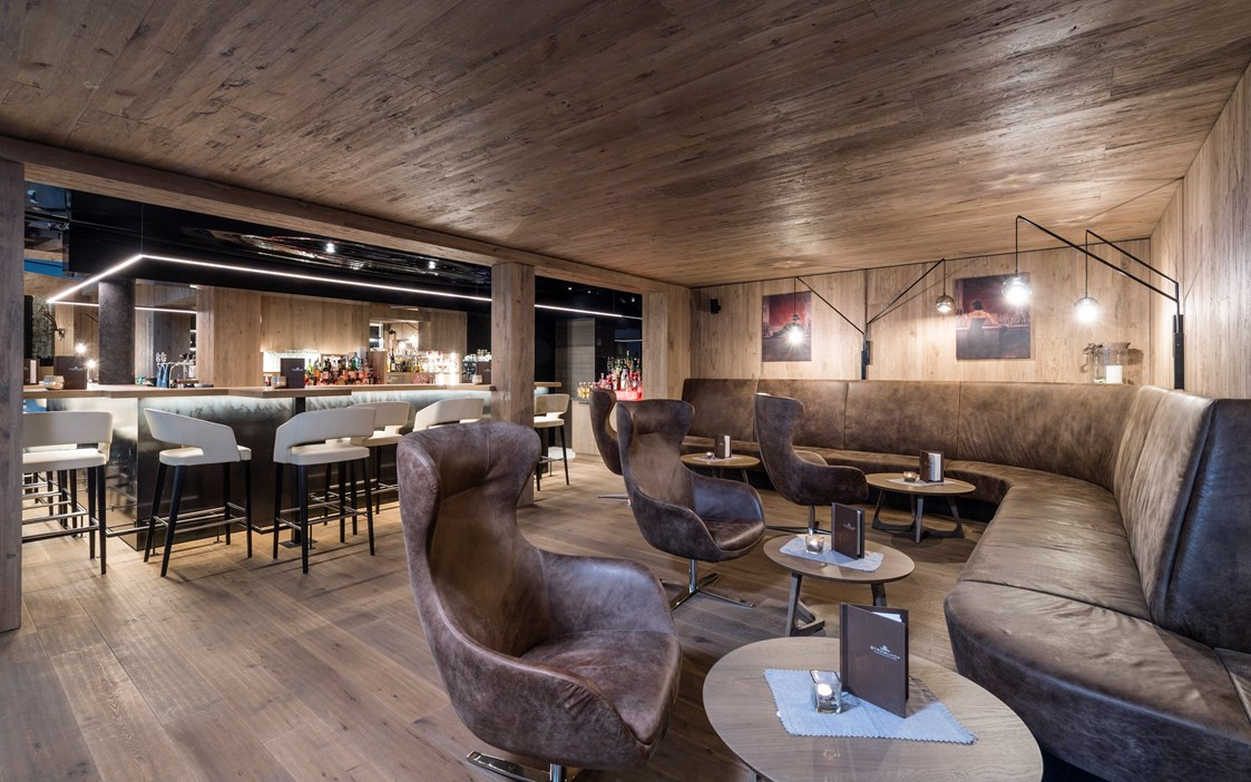 Wellnesshotel: Hotelbar - Active Family Spa Resort Stroblhof
