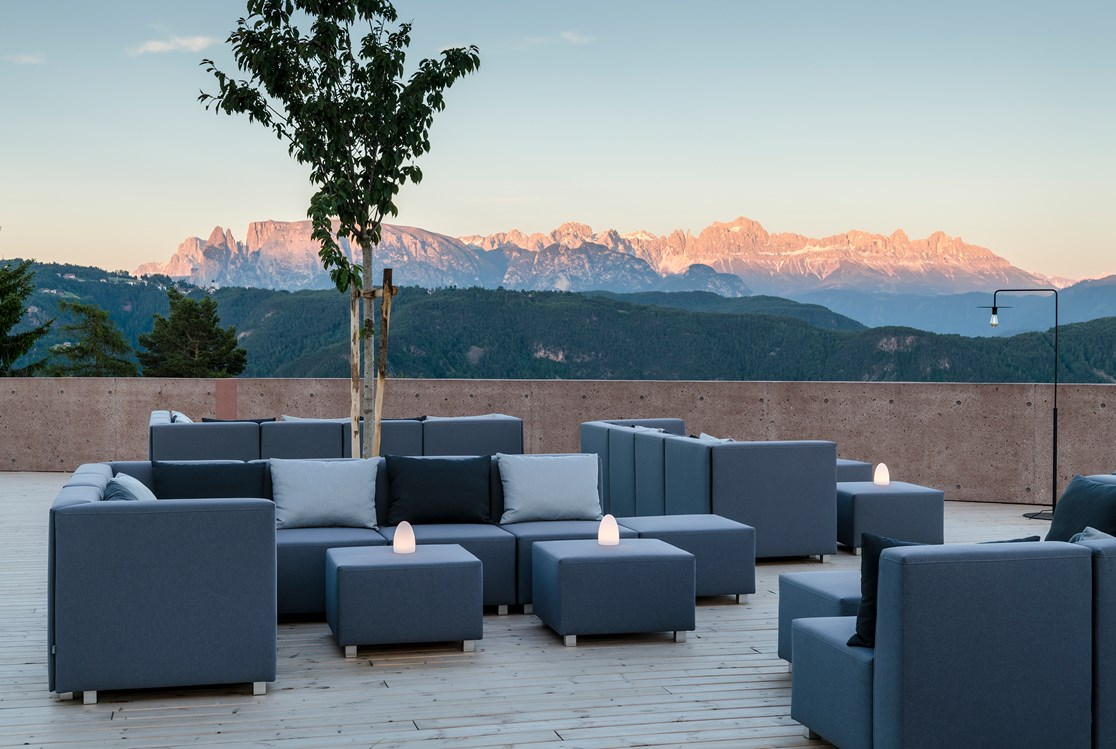 Wellnesshotel: Skylounge with view to the Dolomites  - Hotel Belvedere