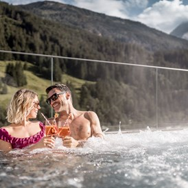 "Wellnesshotel: Outdoor Whirlpool ""Over the Top"" - Aktiv- & Wellnesshotel Bergfried"